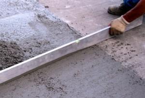 2 kak-vyrovnjat'-betonnyj-pol