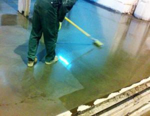 нанесение пропитки на бетон